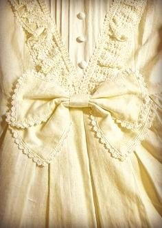 Vintage style and lace Pastel Yellow, Mellow Yellow, Vintage Outfits, Vintage Fashion, Style Retro, My Style, Vintage Style, Lolita Mode, Estilo Lolita