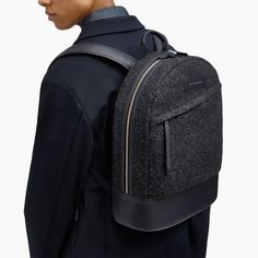 Grey backpack | Minimalist bags for men | Stylish bags for men | Capsule wardrobe | Slow fashion | Simple style | Less is more
