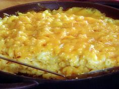 Paula Deen Mac & Cheese Mix in this order: Add milk Add sour cream Add salt Add butter Add cheese Add eggs Also, recipe definitely call for some more spice for deeper flavor. I would definitely throw some more salt, pepper and a pinch of cayenne in the mix.