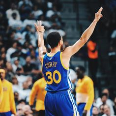 Steph Curry needs 3 threes to pass Kobe Bryant for place on the all-time 3 pointers made list in postseason history. Stephen Curry Family, The Curry Family, Nba Stephen Curry, Nba Players, Basketball Players, Mba Basketball, Basketball Motivation, Stephen Curry Wallpaper, 2018 Nba Champions