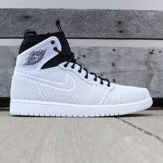 Men's Air Jordan 1 Retro Ultra High Shoe honors the sneaker that started it all, with a premium leather upper, TPU logo detail and a durable rubber cupsole that houses an encapsulated Air-Sole unit for cushioning. Kicks Shoes, Shoes Sneakers, Women's Shoes, Usa Shoes, Sneakers Adidas, Aldo Shoes, Nike Internationalist, Zapatillas Nike Jordan, Jordan Shoes Girls
