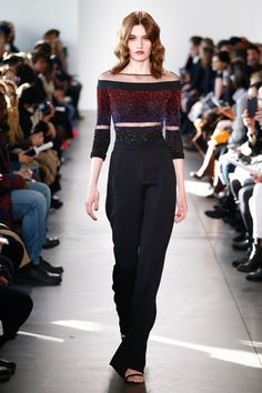 See the complete Pamella Roland Fall 2017 Ready-to-Wear collection.