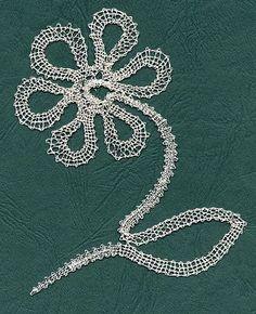 Fleur lacet, modèle créé par Claudine.