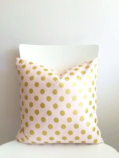 18 inch throw pillow, Polka dots blush pink with metallic gold, with zipper. Glitz modern pattern, cotton. For indoor use. Polkadot rounds