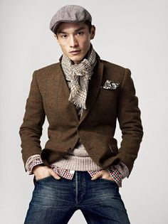Attention to detail is the key in this ensemble. Newsboy cap, frayed scarf, paisley handkerchief. Ready to report.