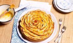 Apfelrosetten-Kuchen Rezept: Hefeteig mit Apfelfüllung aus der Springform - Eins von 7.000 leckeren, gelingsicheren Rezepten von Dr. Oetker!