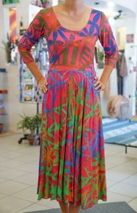The Best Pacific and Samoa Shopping - Carvings, Crafts, Homeware and Gifts Samoan Women, Janet & Janet, Island Wear, Island Design, Different Dresses, Dance Costumes, Designer Dresses, Rainbow, Summer Dresses