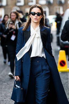https://en.vogue.fr/fashion/street-looks/diaporama/street-style-at-london-fashion-week-fall-winter-2018-2019/49156
