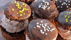 Itt a legfinomabb és leggyorsabb pogácsa receptje vajas hajtogatott tésztából - Blikk Rúzs Minion, Cookies, Chocolate, Breakfast, Desserts, Food, Crack Crackers, Tailgate Desserts, Biscuits