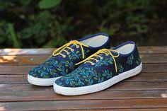 Zapatillas pintadas a mano, $170 en http://ofeliafeliz.com.ar