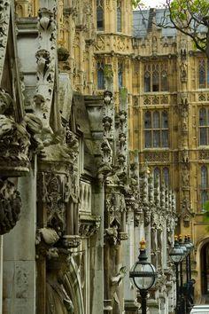 evocativesynthesis:    London, England (by az1172)