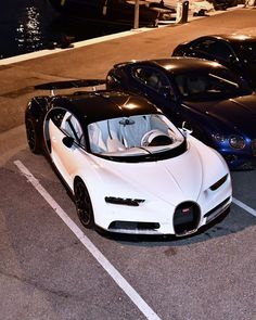 The Fastest car in the World - Bugatti Chiron - TheAutoMac Exotic Sports Cars, Cool Sports Cars, Super Sport Cars, Exotic Cars, Bugatti Cars, Lamborghini Cars, Ferrari F40, Luxury Car Brands, Top Luxury Cars