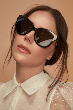 Tessa Virtue wears Marlo Carbon. Oversized frames are a great way to glam up your look. Combination of bold and feminine style. Glamourous, edgy, stylish.