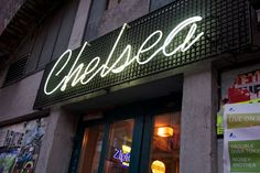 Popular ROCK CLUB offering great DJ nights as well as live acts. Open DAILY 6pm - 4am. Chelsea Manhattan, Bars And Clubs, Vinyl, Live Music, Neon Signs, Juni 2016, Events, Popular, Rock