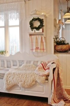 A contemporary small apartment with Swedish style Interior Design. A small space apartment, with very cozy and spacious interior. Swedish Cottage, Swedish Decor, Scandinavian Style Home, Swedish Style, Scandinavian Interior Design, White Cottage, Swedish Farmhouse, Cozy Cottage, Cottage Living