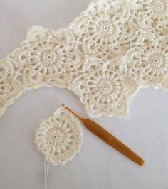 * 夜ごはんのビーフシチューを煮込みながら * * この繋ぎ方が大好きデス * * #minne #crochet#crochetblanket #handmade #white #かぎ針編み#モチーフ編み #白 #ハンドメイド #ブティック社 #ナチュラル