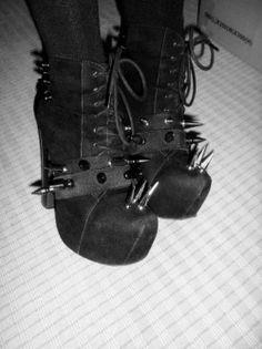 shoes spikes goth gothic nu goth dark fashion goth fashion alternative fashion nugoth nu goth fashion nu goth style nugoth fashion shoes with spikes nu goth shoes Hipster Grunge, Grunge Style, Estilo Grunge, Soft Grunge, Goth Style, Dr Shoes, Goth Shoes, Gucci Shoes, Slip On Shoes