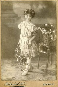 +~+~Antique Photograph~+~+  Flower girl