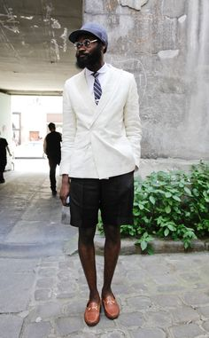 What makes this dude so cool? If you ask us, it's all about that juxtaposition between pulled-together and laid-back — the sophisticate with a sporty side. Channel the effect with preppy pieces like a blazer and loafers, then add in a baseball hat to perfect the style. Source: Stylesight