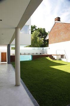 Devoto House by Andrés Remy Arquitectos