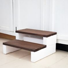 This DIY Kids Wood Step Stool is inexpensive and easy to make. Plus, it looks much nicer than the brightly colored plastic ones! Chairs For Rent, Chairs For Sale, Diy Stool, Step Stools, Wood Steps, Diy Furniture Plans Wood Projects, Woodworking Projects, Diy Projects, Industrial Dining Chairs