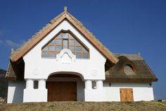 Bezárás Farmhouse, Cabin, Mansions, Architecture, House Styles, Lady, Home Decor, Arquitetura, Decoration Home