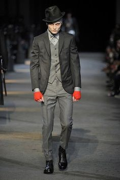 Milan: Alexander McQueen Men's Fall 2009 - I cannot deal with the fall 2009 suits. I want them on me.