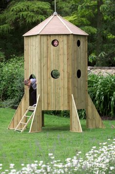 How awesome would this be in the backyard instead of a playhouse! Rocketship playhouse!!