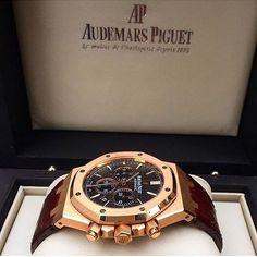 audemars piguet all black Amazing Watches, Beautiful Watches, Cool Watches, Rolex Watches, Audemars Piguet Gold, Audemars Piguet Watches, Hand Watch, Luxury Watches For Men, Sport Watches