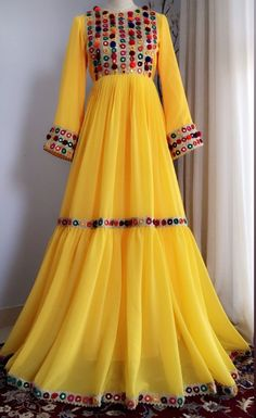 Beautiful Pakistani Dresses, Pakistani Dresses Casual, Indian Gowns Dresses, Indian Fashion Dresses, Dress Indian Style, Pakistani Dress Design, Indian Designer Outfits, Casual Dresses, Afghan Clothes