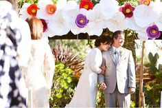 Paper flower wedding arch- An Outdoor Wedding with lots of DIY Paper Details: Melissa + Torrey Paper Flower Decor, Paper Flowers Wedding, Giant Paper Flowers, Wedding Paper, Diy Wedding, Wedding Ideas, Wedding Story, Large Flowers, Flower Decorations