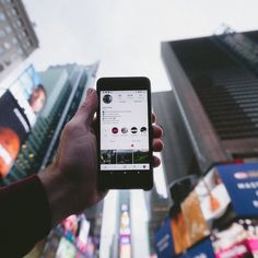 Use social media effectively to market out homes and communities by showing clients their benefits. Here are some ideas for real estate content on Instagram! Instagram Creator, Instagram Story, Instagram Posts, Instagram Tips, Team Building Exercises, Creator Studio, Instagram Schedule, Media Influence, Tecnologia
