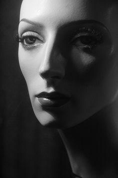Sarah Kapp mannequin- photo by pictosh