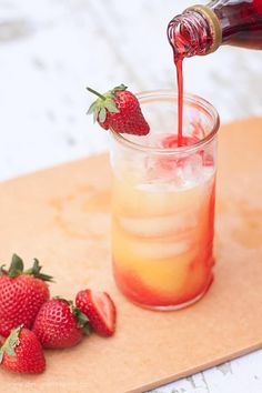 With orange juice, lemon-lime soda, and grenadine, these drinks are the perfect summertime thirst quencher.(Add alcohol for a better drink) Non Alcoholic Drinks, Cocktail Drinks, Drinks Alcohol, Cocktail Recipes, Drink Recipes, Refreshing Drinks, Summer Drinks, Drinks With Grenadine, Virgin Cocktails