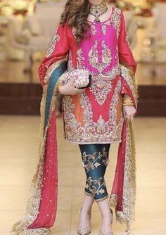Pakistani Party Wear Dresses, Beautiful Pakistani Dresses, Shadi Dresses, Designer Party Wear Dresses, Pakistani Wedding Outfits, Pakistani Dress Design, Pakistani Mehndi Dress, Indian Dresses, Fancy Dress Design