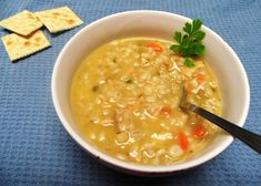 La zuppa di orzo e farro con il Bimby si prepara rapidamente tritando le verdure, carota, cipolla e sedano, poi  cuocendo l'orzo e il farro direttamente nel boccale del Bimby. Ecco i passaggi per la zuppa di orzo e farro con il Bimby