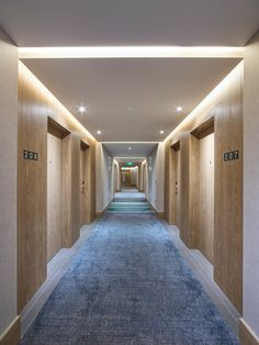 Hilton London Bankside chooses the high quality and customised italian style by Lema Contract One of the Made in Italy worldwide key-player, Lema through. Hotel Corridor, Lobbies, Patterned Carpet, Hotel Lobby, Common Area, Door Design, Cladding, Guest Room, Entrance