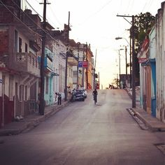 Just strolling around ...#tb #cuba #reiselust #wanderlust #instatravel #traveller #travelgram  #travelfever #streetlife #streetsofcuba by einfachsusl. travelgram #cuba #travelfever #reiselust #instatravel #tb #wanderlust #streetsofcuba #traveller #streetlife #eventprofs #meetingprofs #popular #trending #events #event #travel #tourism [Follow us on Twitter (@MICEFXSolutions) for more...]
