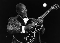 20 Iconic Guitars: Hendrix, Prince, Les Paul and Jimmy Page, BB King - Rolling Stone Jazz Guitar, Guitar Strings, Guitar Rack, Signature Guitar, Juan Les Pins, Bb King, American Bandstand, Foto Instagram, People