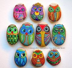 Hand Painted Pebble Owl / Beach pebble with hand-painted designs in acrylics © Sehnaz Bac 2015 I paint and draw all of my original designs by hand with the small brushes or paint pens with extra fine tip. I use also isographs with different inks. No sten Pebble Painting, Dot Painting, Pebble Art, Stone Painting, Stone Drawing, Owl Rocks, Owl Crafts, Rock Painting Designs, Hand Painted Rocks