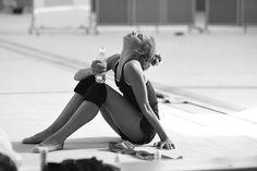 Rhythmic Gymnastics Training, Gymnastics Flexibility, Gymnastics Poses, Acrobatic Gymnastics, Gymnastics Photography, Sport Gymnastics, Olympic Gymnastics, Olympic Badminton, Olympic Games Sports