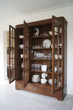 Beautiful & Simple Kitchen Cabinet Display