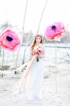 Eine Hochzeitsinspiration mit XL Blumen | Friedatheres.com