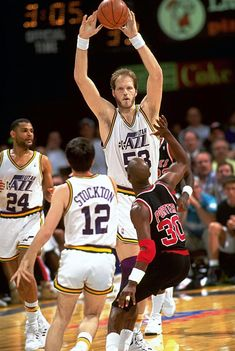 Mark Eaton Utah Jazz Imagens e fotografias - Getty Images Kentucky College Basketball, Kansas Jayhawks Basketball, Jazz Basketball, Basketball Players, College Football, Soccer, Utah Jazz, John Stockton, Wnba