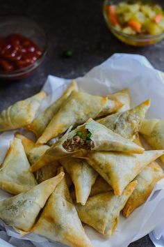 East African Lamb Sambusas/Samosas - K:) Haily - African Food Samosas, Keema Samosa, Empanadas, South African Recipes, Indian Food Recipes, Ethnic Recipes, South African Food, Ethiopian Cuisine, Nigerian Food