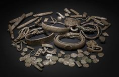 Viking coins and jewelry found in the U.K. Put on display in the British Museum.