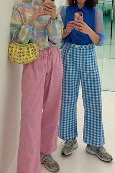 Colourful Outfits, Colorful Fashion, Colorful Clothes, Retro Fashion, Mode Pastel, Casual Outfits, Fashion Outfits, Fashion Trends, Baggy Pants