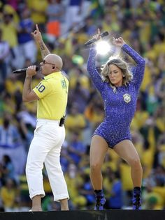 (And they really emphasized his pittbutt) | Pitbull's Mom-Capris Stole The Show At The World Cup