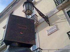 Estátua a Fernando Pessoa no Largo de S. Carlos | Lisboa