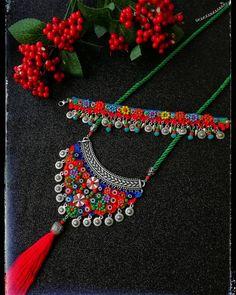 Günaydın🌺💐🌷🌼✔️💕😘😘😘💃🐞tarzkadinlar#firuzdesing#etnikkolye #yeniyılhediyesi #instamag #colorfull #happynewyear #tasarımürünler… Textile Jewelry, Fabric Jewelry, Tribal Jewelry, Fabric Necklace, Diy Necklace, Crochet Necklace, Beaded Earrings, Beaded Jewelry, Handmade Jewelry